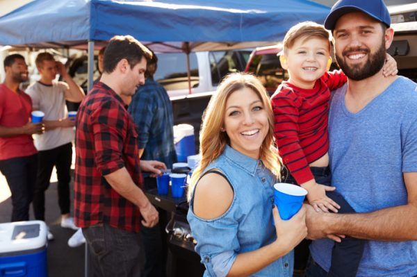 1500889108-6813-1088-young-family-tailgating